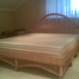 Плетеная кровать из лозы 01
