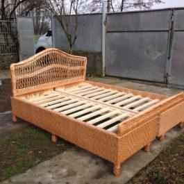 Плетеная кровать из лозы 03