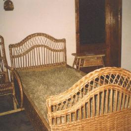 Плетеная кровать из лозы 05